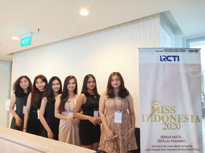 https: img.okezone.com content 2019 09 22 194 2107940 selain-cantik-miss-indonesia-2020-harus-miliki-jiwa-sosial-dan-kepribadian-yang-bagus-iW0gr7oOEV.jpg