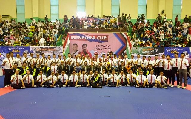 https: img.okezone.com content 2019 09 22 43 2107815 ketum-pbti-resmi-buka-kejuaraan-taekwondo-piala-menpora-0lSNeZS2CY.jpg