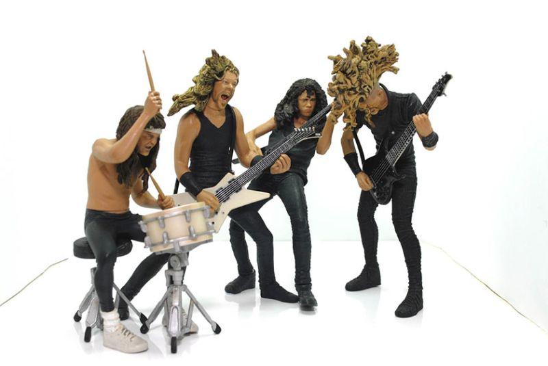 https: img.okezone.com content 2019 09 22 612 2107993 dari-metallica-hingga-anthrax-ini-5-action-figure-pencinta-band-metal-n1KLWcEuKO.jpg