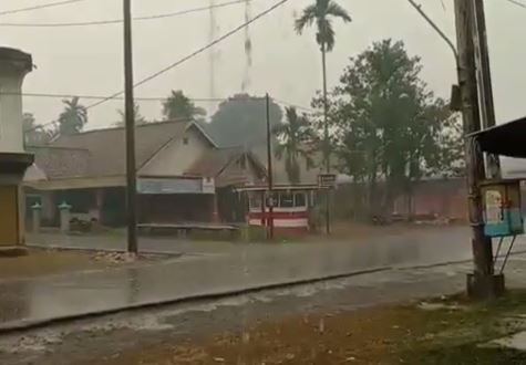 https: img.okezone.com content 2019 09 23 337 2108445 jambi-akhirnya-diguyur-hujan-setelah-dikepung-kabut-asap-FmU9UvL11H.JPG