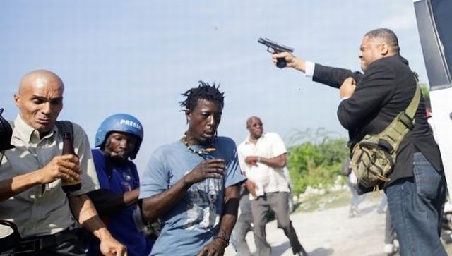 https: img.okezone.com content 2019 09 24 18 2108630 wakil-rakyat-haiti-tembakkan-pistol-melukai-jurnalis-foto-uDVa3ErmHc.jpg