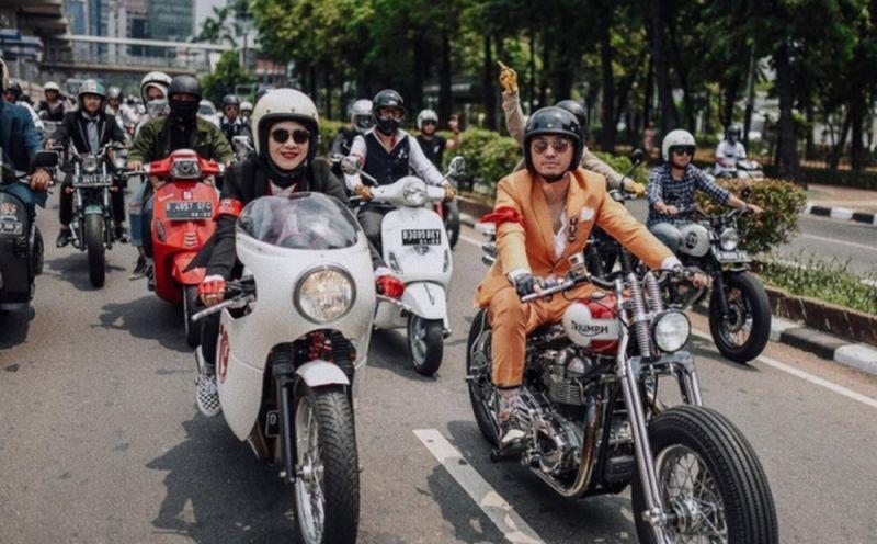 https: img.okezone.com content 2019 09 24 199 2108687 6-artis-pecinta-motor-akan-touring-sejauh-1-000-km-menuju-timur-indonesia-YAnTgC1lX0.jpg