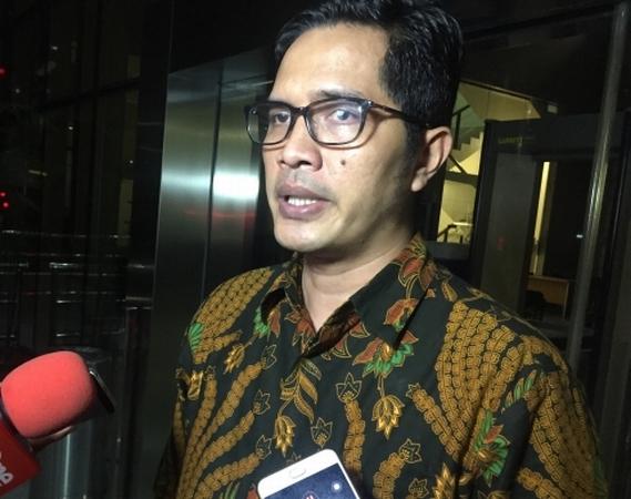 https: img.okezone.com content 2019 09 24 337 2108577 kpk-periksa-5-eks-pejabat-pt-garuda-indonesia-terkait-suap-pengadaan-pesawat-FhNqcTuQPg.jpg