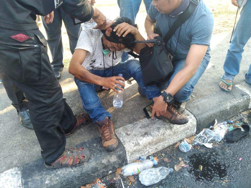 https: img.okezone.com content 2019 09 24 337 2108887 3-jurnalis-jadi-korban-kekerasan-aparat-saat-liput-demo-di-makassar-2UAMJ3nVLG.jpg
