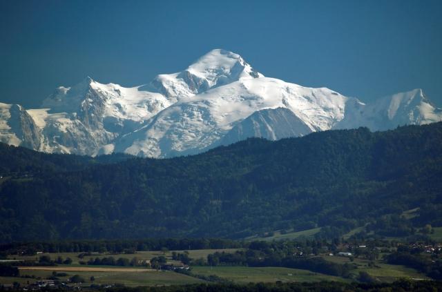 https: img.okezone.com content 2019 09 25 18 2109175 gletser-gunung-mount-blanc-ancam-italia-dampak-perubahan-iklim-qgpWKhnA0u.jpg