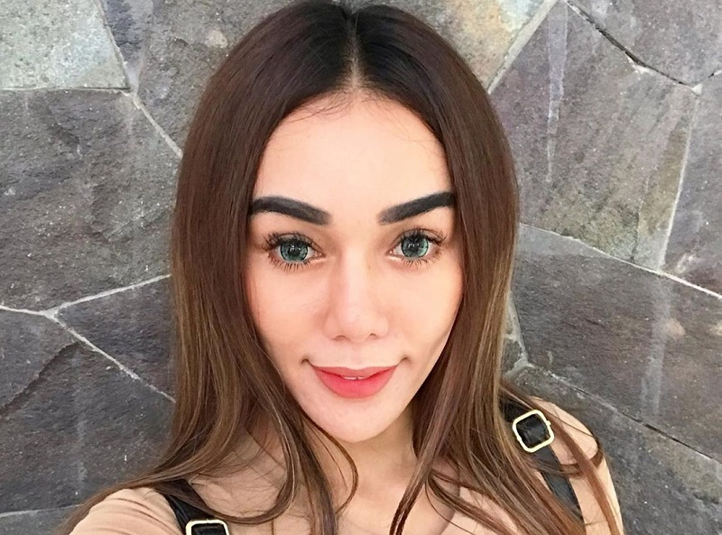 https: img.okezone.com content 2019 09 25 33 2109268 bebby-fey-bantah-bongkar-identitas-youtuber-yang-tiduri-dirinya-F5n22etgQE.jpg