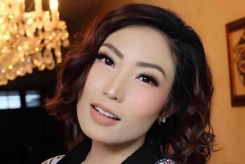 https: img.okezone.com content 2019 09 25 33 2109337 jelang-persalinan-ayu-dewi-sedih-kenang-mendiang-ibu-rY8PGeYxT9.jpg