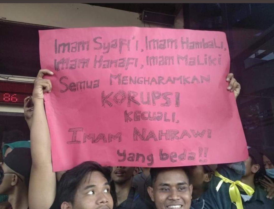Melihat Lagi Poster Kocak Saat Demo Mahasiswa Yang Bikin