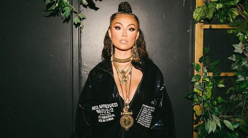 https: img.okezone.com content 2019 09 26 194 2109481 5-pose-seksi-agnez-mo-di-pesta-peluncuran-lagu-diamonds-bra-hitamnya-mengintip-pvJZyBqChl.jpg