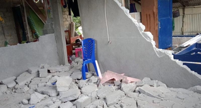 https: img.okezone.com content 2019 09 26 337 2109575 korban-luka-gempa-di-maluku-dievakuasi-ke-rumah-sakit-flENPttPEn.jpg