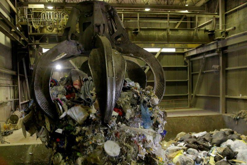 https: img.okezone.com content 2019 09 26 470 2109530 ini-3-tempat-pemakan-sampah-yang-buat-lingkungan-bersih-QoA1s2a4V7.jpg