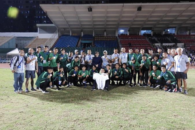 https: img.okezone.com content 2019 09 26 51 2109649 seluruh-personel-timnas-indonesia-penuhi-syarat-untuk-tampil-di-kualifikasi-piala-asia-u-19-2020-St9rUuQy0l.jpg