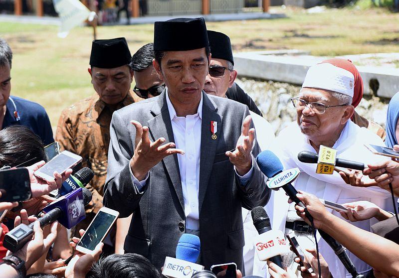 https: img.okezone.com content 2019 09 27 337 2109911 jokowi-terima-bem-se-indonesia-di-istana-hari-ini-CVBE2P3psa.jpg
