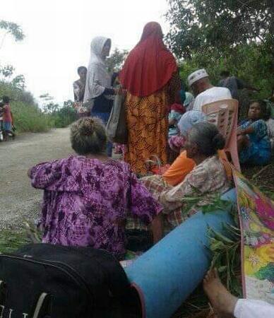 https: img.okezone.com content 2019 09 27 337 2109996 15-000-warga-ambon-mengungsi-pascagempa-magnitudo-6-5-2HO7nP9Eml.jpg
