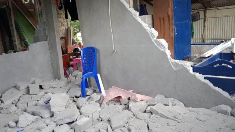 https: img.okezone.com content 2019 09 27 337 2110190 bnpb-ralat-jumlah-korban-meninggal-akibat-gempa-ambon-jadi-19-orang-X36jq2im7A.jpg