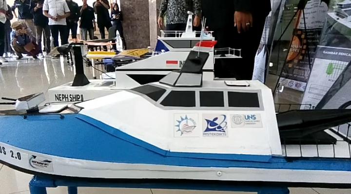 https: img.okezone.com content 2019 09 27 65 2110196 penampakan-robot-terbang-dan-kapal-tak-berawak-buatan-mahasiswa-uns-zT0z8iCKZU.png