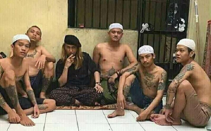 https: img.okezone.com content 2019 09 29 617 2110681 viral-foto-habib-smith-di-bui-begini-gayanya-6KAlZwGZzq.jpg