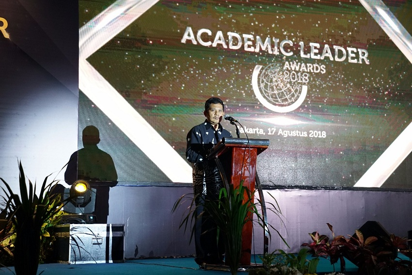 https: img.okezone.com content 2019 09 29 65 2110719 academic-leader-award-bentuk-apresiasi-rektor-bawa-perubahan-pendidikan-di-ri-hYZ1NENpfn.jpeg