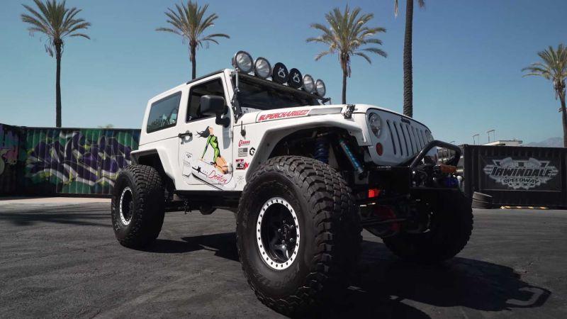 https: img.okezone.com content 2019 09 30 312 2111205 modifikasi-engine-swap-jeep-wrangler-semburkan-tenaga-1-000-hp-nCHfezK0sn.jpg