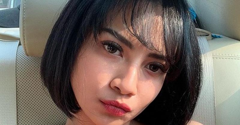 https: img.okezone.com content 2019 09 30 33 2110977 pose-seksi-vanessa-angel-di-pantai-netizen-salah-fokus-ke-dada-JR8hfBVJi5.jpg