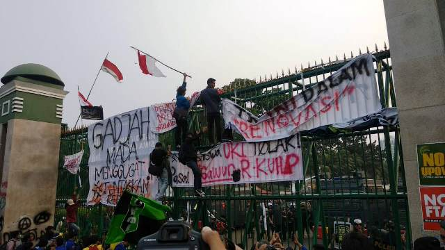 https: img.okezone.com content 2019 10 01 337 2111368 aliansi-bem-seluruh-indonesia-akan-geruduk-gedung-dpr-4CmYHD7X13.jpg
