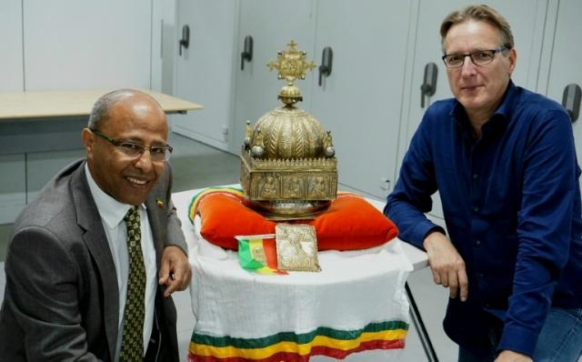 https: img.okezone.com content 2019 10 02 18 2111944 21-tahun-hilang-mahkota-abad-ke-18-kembali-ethiopia-COvIsC7jV2.jpg