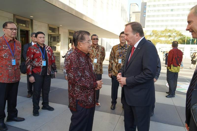 https: img.okezone.com content 2019 10 02 18 2111947 siasat-wapres-jk-gencarkan-batik-indonesia-di-sidang-majelis-umum-pbb-ke-74-DkpN1WNeQR.jpeg