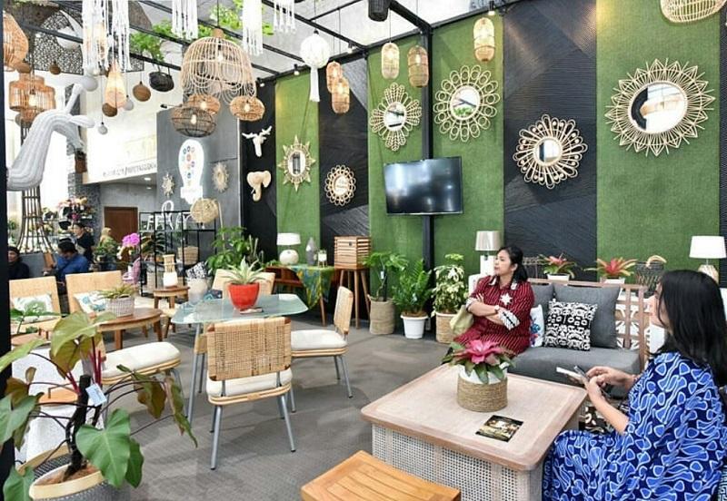 https: img.okezone.com content 2019 10 02 196 2112162 gaya-desain-interior-kekinian-dari-motif-batik-hingga-kombinasi-etnik-hYXY963Dic.jpeg