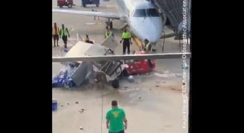 https: img.okezone.com content 2019 10 02 320 2111977 viral-mobil-pengangkut-makanan-di-bandara-berputar-tak-terkendali-FTqmHUJZAU.jpg