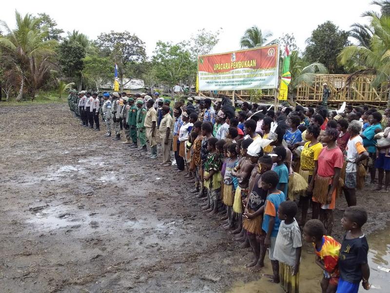https: img.okezone.com content 2019 10 02 337 2112151 tni-manunggal-membangun-desa-di-merauke-papua-resmi-dibuka-u8WdnLCIGd.jpg