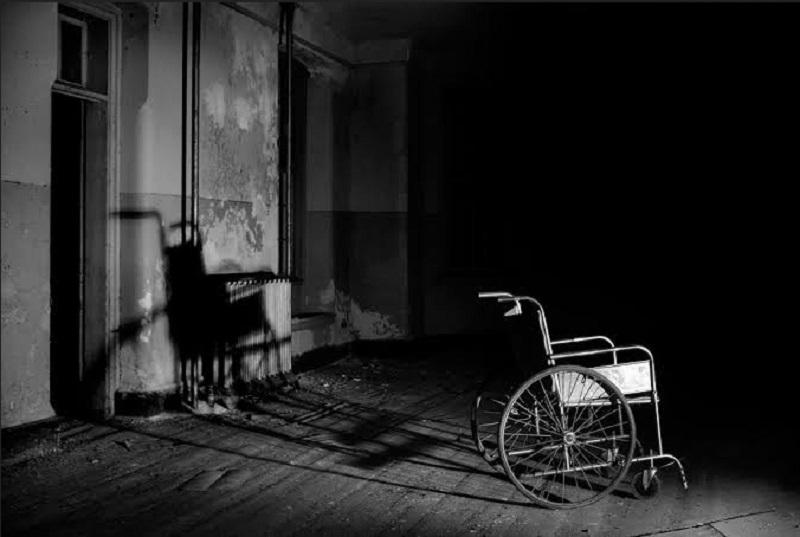 https: img.okezone.com content 2019 10 02 612 2112025 viral-di-medsos-kursi-roda-gerak-sendiri-di-rumah-sakit-yEzeHfWhCp.jpg