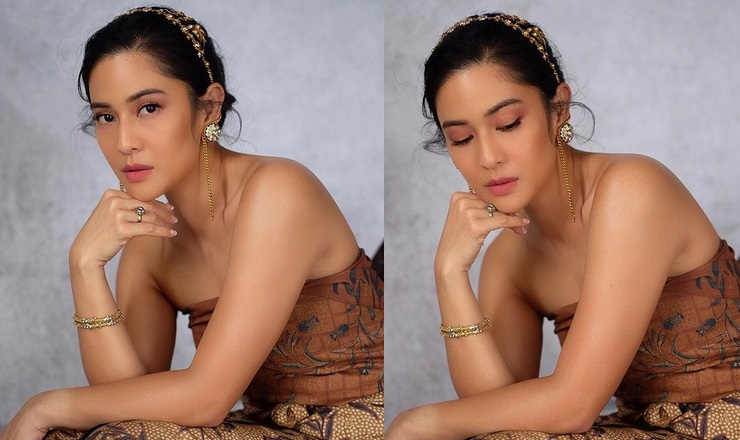 https: img.okezone.com content 2019 10 03 194 2112369 tampil-cantik-pakai-kemben-batik-dian-sastro-bangga-lahir-jadi-orang-indonesia-KUSt2MffxQ.jpg