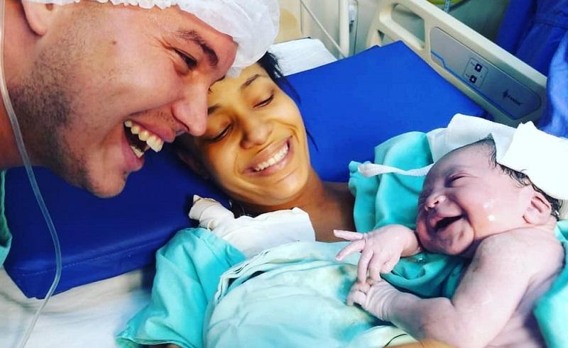 https: img.okezone.com content 2019 10 03 196 2112286 viral-bayi-baru-lahir-langsung-senyum-ke-orangtuanya-zrNRSUjGiV.jpg