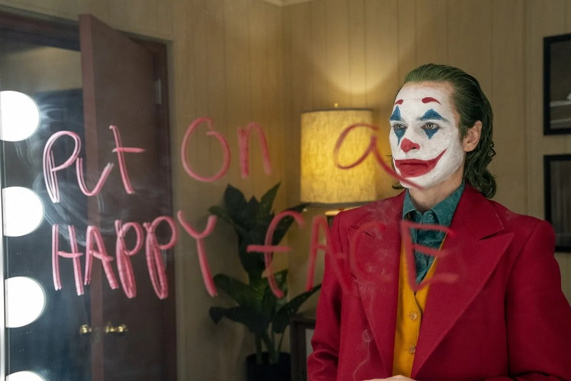 https: img.okezone.com content 2019 10 03 206 2112333 sinopsis-film-joker-2019-kisah-kelam-sang-musuh-batman-aoyuZcDf7q.jpg