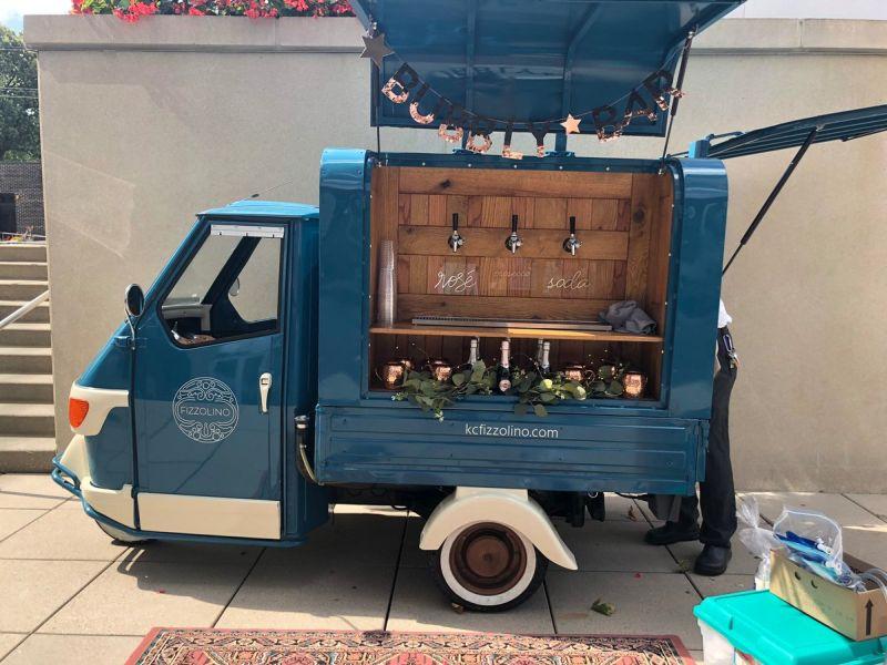 https: img.okezone.com content 2019 10 03 312 2112562 kerennya-modifikasi-kendaraan-tiga-roda-layaknya-pabrik-minuman-anggur-berjalan-tEquEdocwF.JPG