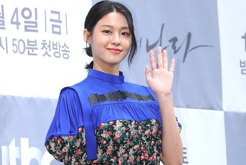 https: img.okezone.com content 2019 10 03 598 2112350 kembali-main-drama-setelah-absen-4-tahun-seolhyun-aoa-akui-tertekan-91JEDAgFvh.jpg