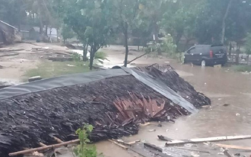 https: img.okezone.com content 2019 10 03 614 2112604 kisah-korban-tsunami-banten-pasrah-pada-allah-saat-digulung-ombak-4Y1zOxvNSa.jpg