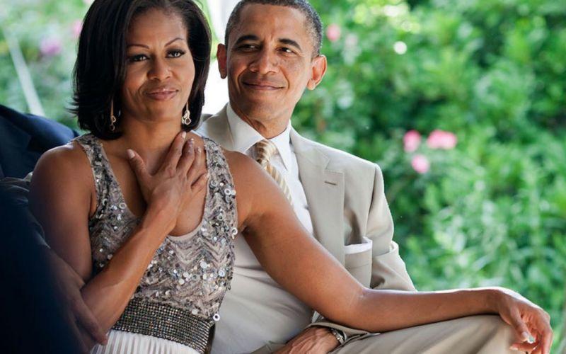 https: img.okezone.com content 2019 10 04 196 2112741 mesranya-barack-obama-dan-michelle-rayakan-ulang-tahun-pernikahan-sederhana-banget-Dgx4Aglv0u.jpg
