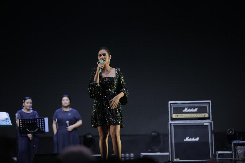 https: img.okezone.com content 2019 10 04 205 2113124 raisa-bocorkan-lagu-terbaru-di-synchronize-festival-2019-kFfxWRVrAk.jpeg