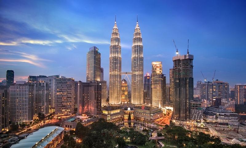 https: img.okezone.com content 2019 10 04 481 2112676 gak-mau-rugi-1-juta-orang-indonesia-berobat-ke-malaysia-sekaligus-liburan-nQH0rs8q3n.jpg