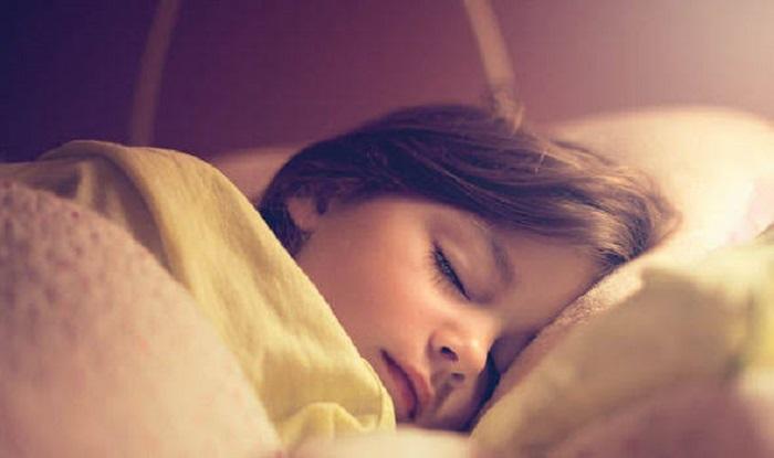 https: img.okezone.com content 2019 10 04 481 2112842 tidur-dengan-lampu-menyala-gadis-ini-alami-pubertas-di-usia-7-tahun-Ts6NmaCwgB.jpg