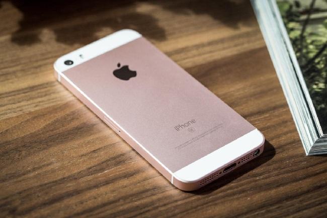 https: img.okezone.com content 2019 10 04 57 2112809 iphone-se-2-hadir-dengan-desain-mirip-iphone-8-kapan-meluncur-zL3Eg1gBow.jpg