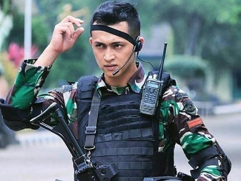 https: img.okezone.com content 2019 10 05 194 2113260 hut-ke-74-tni-ini-5-tentara-ganteng-yang-bikin-cewek-klepek-klepek-lxlRkhE7x9.jpg