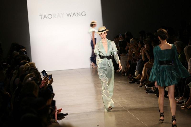 https: img.okezone.com content 2019 10 05 194 2113319 tampil-di-new-york-fashion-week-fashion-china-jadi-trendsetter-mode-dunia-Fz2ayoHNeu.jpg