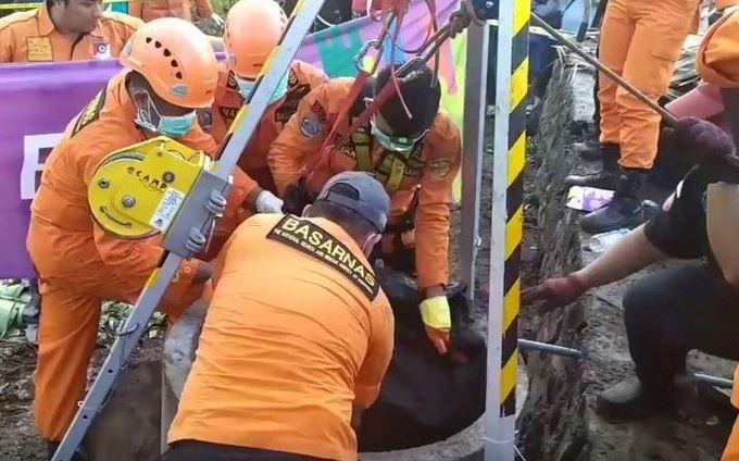 https: img.okezone.com content 2019 10 05 340 2113248 mayat-pria-dalam-sumur-gegerkan-warga-manado-PzwZ78qgDM.JPG
