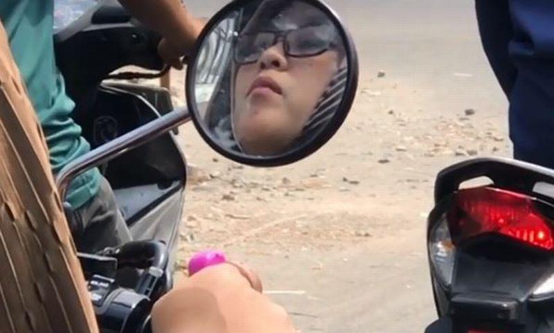 https: img.okezone.com content 2019 10 05 614 2113252 viral-wanita-cantik-berzikir-sambil-mengendarai-motor-edakoYIV0Z.jpg