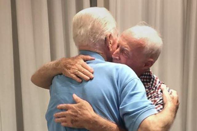https: img.okezone.com content 2019 10 07 18 2113815 kisah-pertemuan-2-sepupu-korban-holocaust-setelah-terpisah-75-tahun-A8SGHxRJx2.jpg