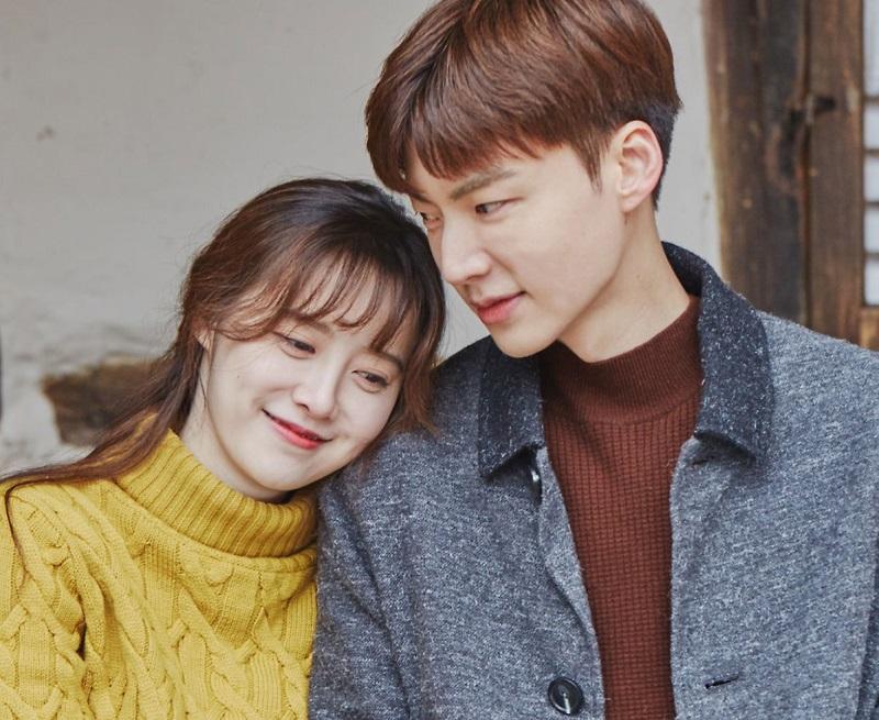 https: img.okezone.com content 2019 10 07 33 2113930 goo-hye-sun-sibuk-rilis-buku-baru-ahn-jae-hyun-pilih-menyepi-eRd4NVUHml.jpg