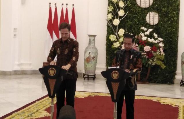 https: img.okezone.com content 2019 10 07 337 2113856 pm-belanda-saya-selalu-senang-berada-di-indonesia-StY0jD7g0C.jpg