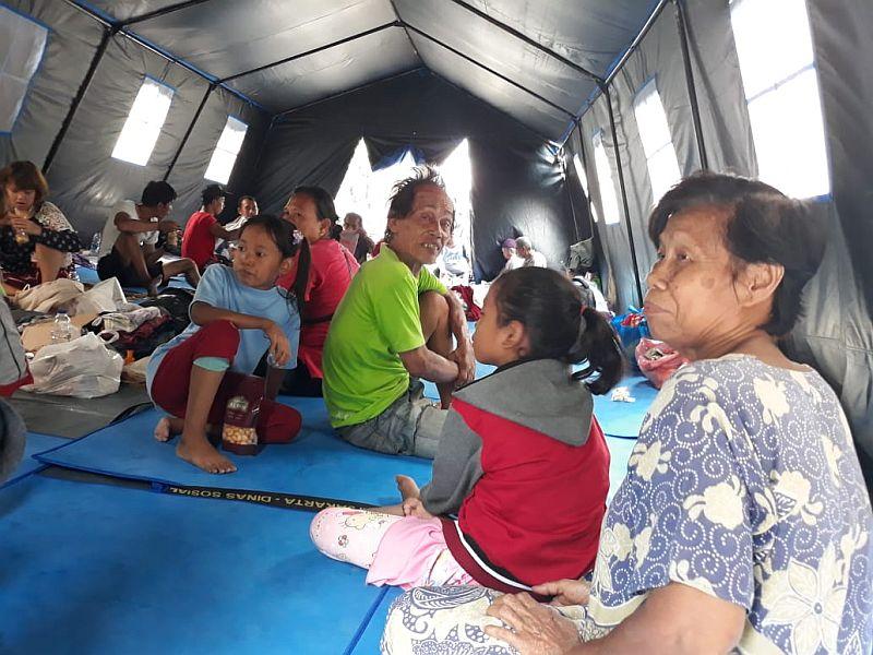 https: img.okezone.com content 2019 10 07 338 2113838 ketegaran-warga-tamansari-yang-jadi-korban-kebakaran-vZUIK5IC4E.jpg